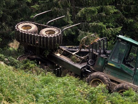 ravage: Accident whith tractor in forest