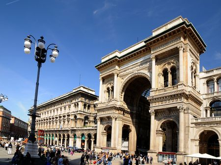 milano: The Galleria Vittorio Emanuele II is a covered arcade situated on the northern side of the Piazza del Duomo in Milan.