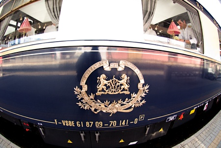 treno espresso: Innsbruck, austria, maggio 2011: venice simplon-orient-express a innsbruck Editoriali