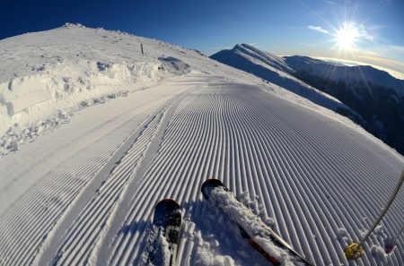 snow grooming machine: Snow grooming machine tracks