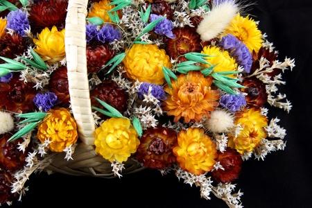 flores secas: detalles de un ramo de flores secas