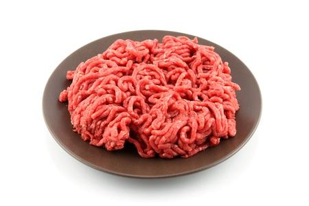 details van gemalen vlees in plaat geà ¯ soleerd op wit
