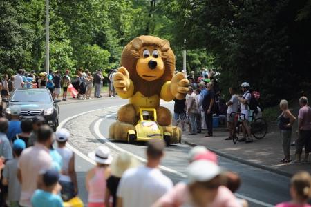 Lyon, Francia. 13 de julio 2013. Los detalles de la caravana publicitaria de la etapa 14 de la famosa carrera del Tour de Francia 2013. Editorial