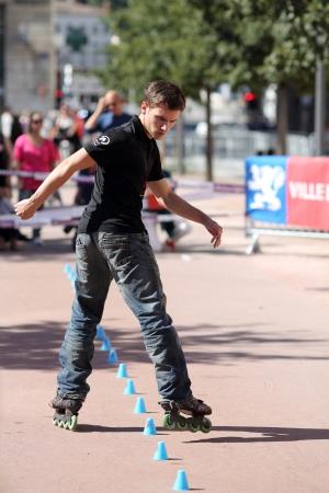 Lyon, Francia 22 de septiembre 2013 Detalle de una cesi�n de exhibici�n de freestyle slalom de Roller In-Line