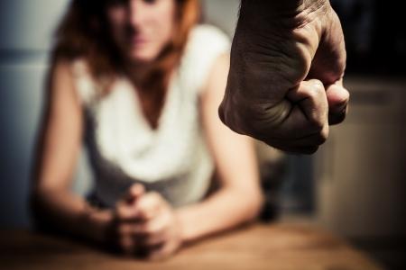 maltrato: Joven mujer se ve amenazada por su pareja