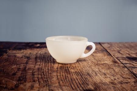 White china cup on wood surface Zdjęcie Seryjne