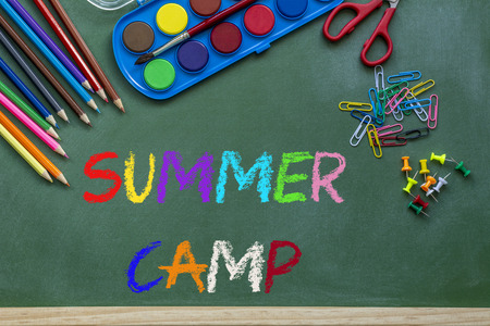 A summer camp text and sun drawing on a green chalkboard Archivio Fotografico - 104218772
