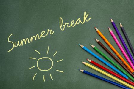 Summer break text and sun drawing on green chalkboard Archivio Fotografico - 103600365