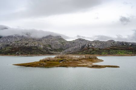 Mountains, water reservoir and swamp of Ria?o in the province of Le?n, Spain Banco de Imagens