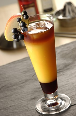 soporific: Aplle Sunrise cocktail with black berries and a slice of apple Stock Photo
