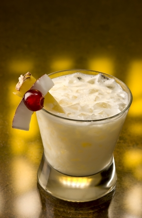 glace pil�e: Pina Colada with crushed ice and a pice of pineapple Banque d'images