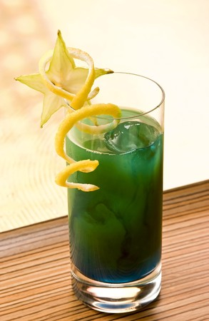 intoxicating: Beach at Night cocktail with starfruit and lemon Stock Photo