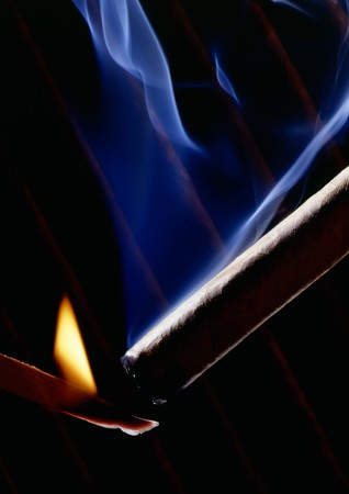 lightup: How to light up a cigar right, with a wooden match.