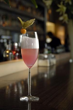 intoxicant: Champagne francese spumosa nel bicchiere di champagne.