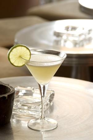 daiquiri alcohol: Lemon Daiquiri with a slice of lemon in a martini-glass.