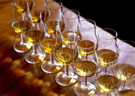 Whiskey tasting six glasses on wooden table. Reklamní fotografie
