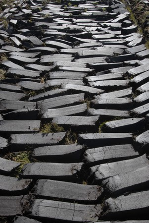 achill: Cutted moist turf laying in pieces to dry.