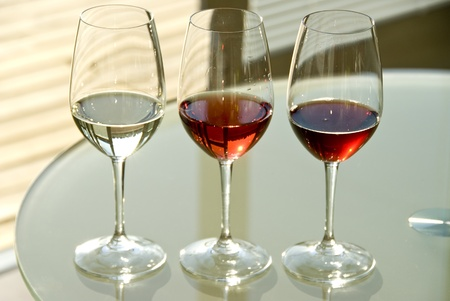 glasses of red and white wine photo