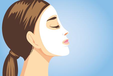 masaje facial: Mujer que aplica una máscara facial de hoja para el tratamiento de su cara. Cierre de tiro, vista lateral. Vectores