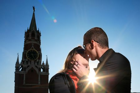 red square moscow: Young couple kissing at Red Square, Moscow, Russia