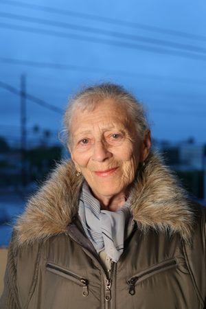 Portrait einer älteren Frau am Winter Standard-Bild - 2475842