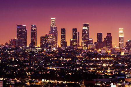 夜、カリフォルニア州、米国でのダウンタウン ロサンゼルスのスカイライン