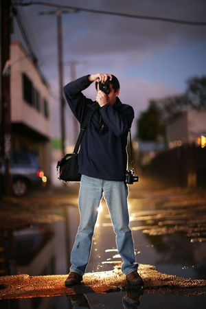 rangefinder: Photographer shooting at twilight in a city Stock Photo