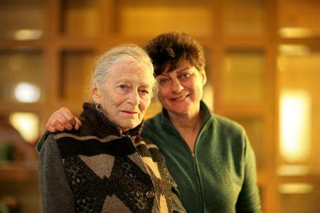 80s adult: Abuela e hija juntos. Someras DOF.