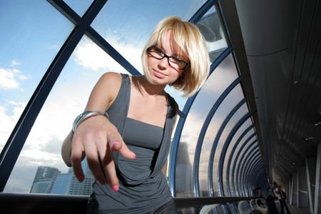 Young businesswoman pointing in camera Imagens