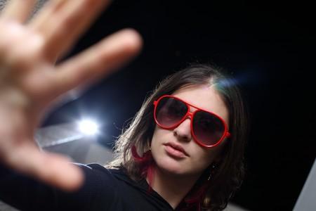 Jonge vrouw spelen Rockstar persoonlijkheid Stockfoto