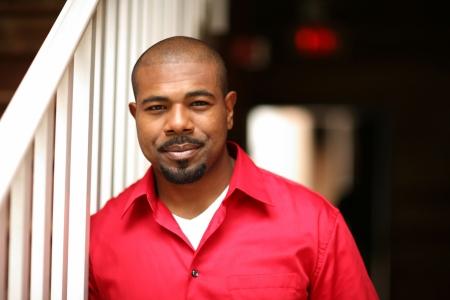 negras africanas: Retrato de un hombre feliz African American. Someras DOF.