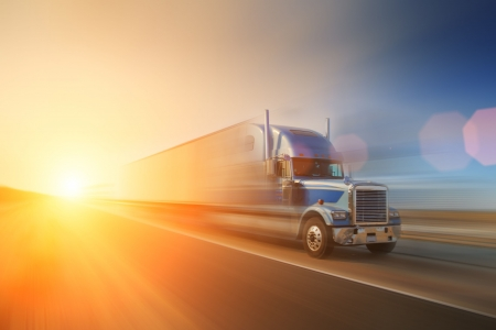 Camion sur la route. En Californie, USA Banque d'images - 5948644