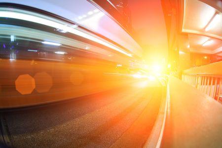 都市通りを通って高速バス。抽象的な未来的な背景 写真素材