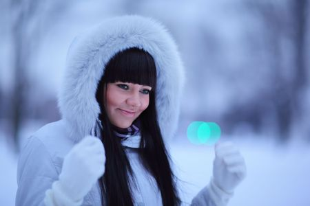 winter fashion: Portrait of beautiful young woman in winter park