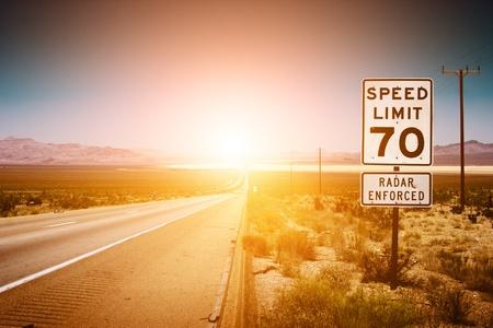 日没の高速道路の道路。70 MPH の制限速度の標識です。 写真素材