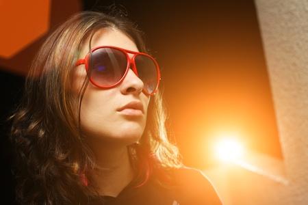personalit�: Giovane donna giocando rockstar personalit�