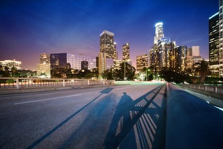 Downtown Los Angeles bei Nacht Standard-Bild