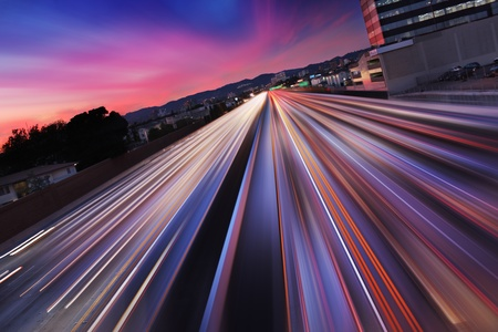 Traffic at twilight on 405 freeway in Los Angeles, California. Blurred Motion. Archivio Fotografico