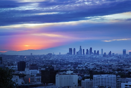 Los Angeles skyline bij zonsopgang, bekijken van Hollywood Hills.