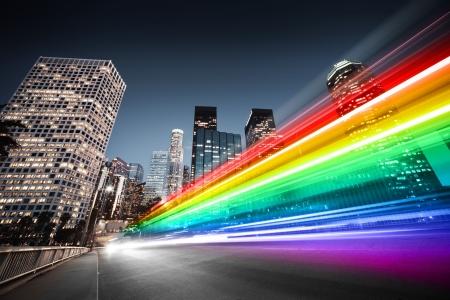 Kleurrijke regenboog wazig busverkeer in Los Angeles Stockfoto