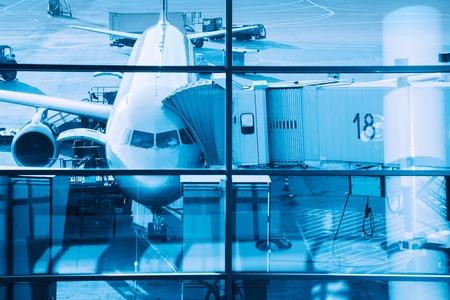 Airplane plane at terminal gate ready for boarding. Archivio Fotografico