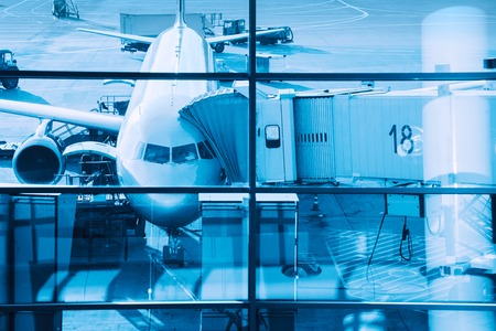 Airplane plane at terminal gate ready for boarding. Standard-Bild