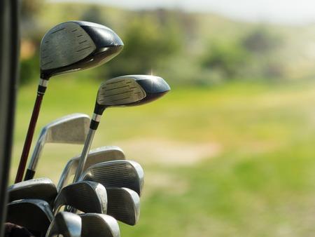 Golfclubs chauffeurs over groene veld achtergrond Stockfoto