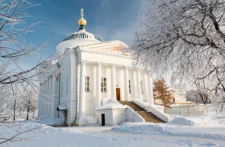 A templom a történelmi központjában Jaroszlavl lövés a hideg téli Stock fotó