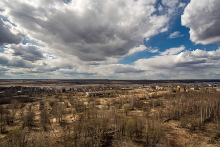 Elhagyott mezőgazdasági területek, a néző vyskokim pontot. Oroszország, Jaroszlavl