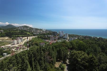 subtropics: Paesaggio urbano di Sochi, giorno fulmini, chiave positiva, colori brillanti