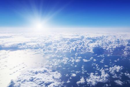 cumulus cloud: Cloudscape. Cielo blu e nube bianca. Giornata di sole. Nuvola Cumulus sotto oceano. Archivio Fotografico