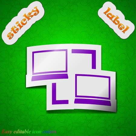 sincronizacion: Sincronizaci�n icono de la muestra. S�mbolo elegante de color etiqueta adhesiva sobre fondo verde. Ilustraci�n vectorial
