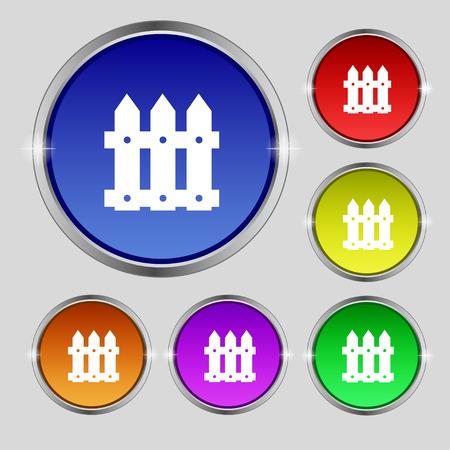 bucolic: Fence icona segno. Simbolo rotonda sulla luminose pulsanti colorati. Illustrazione vettoriale Vettoriali