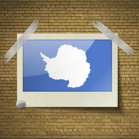 brick background: Bandiere dell'Antartide a telaio su uno sfondo di mattoni. Illustrazione vettoriale Vettoriali